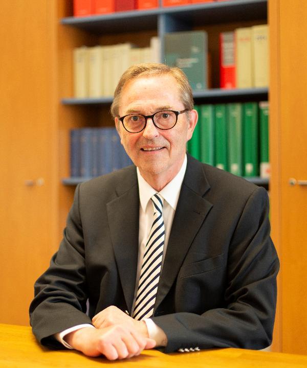 Rechtsanwalt und Notar<br/> Karl Siering