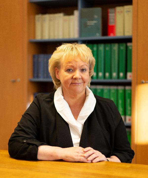 Rechtsanwältin<br/> Marianne Lögers