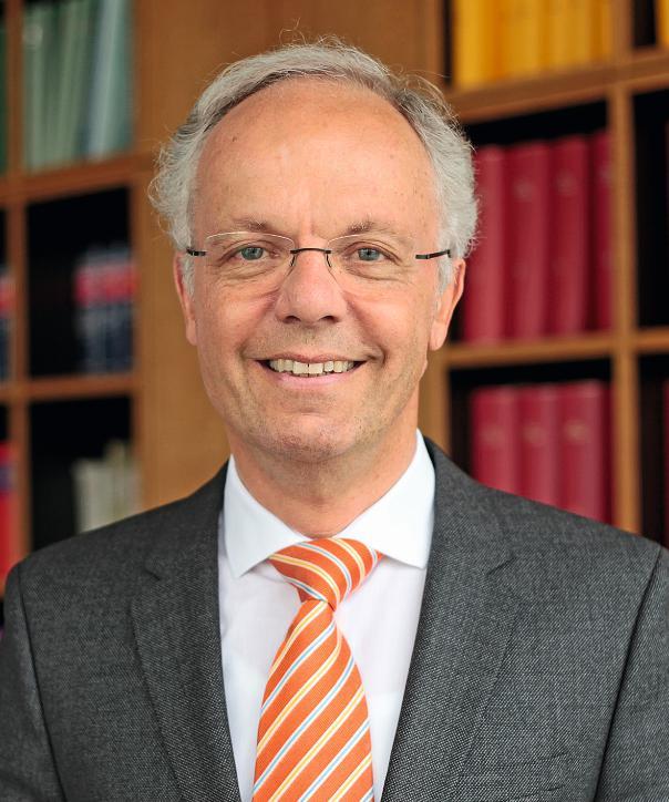 Rechtsanwalt und Notar<br/> Dr. Peter Homburg