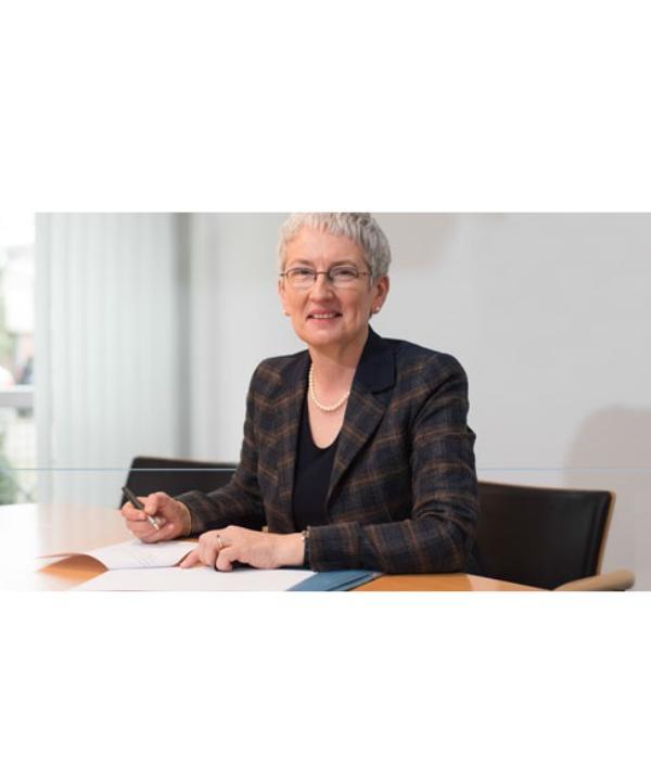 Rechtsanwältin und Notarin<br/> Petra Fischer-Scherberich