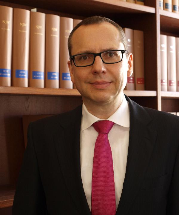 Rechtsanwalt<br/> Tobias Mayer