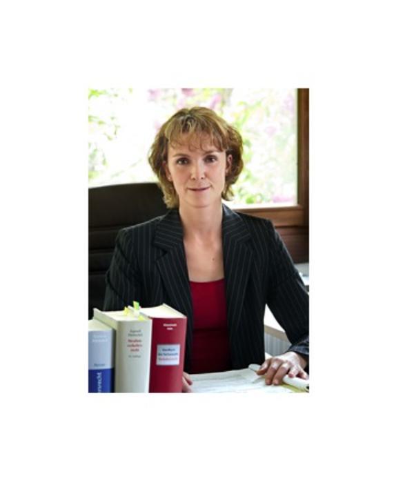 Rechtsanwältin<br/> Eva Heuser