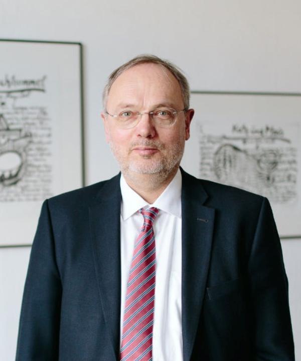 Rechtsanwalt und Notar<br/> Ulrich Paust