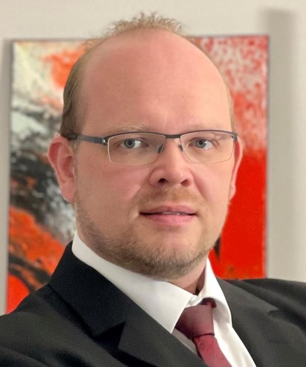 Rechtsanwalt und Notar<br/> René Varelmann