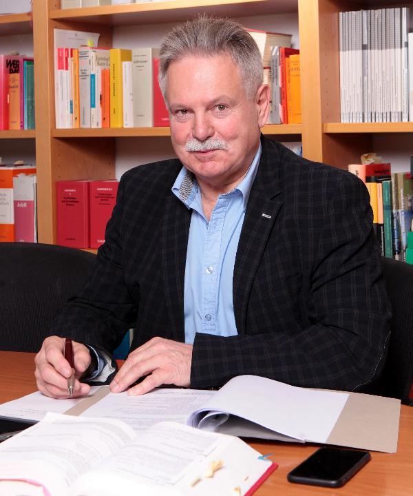 Rechtsanwalt<br/> Erhardt Langhof