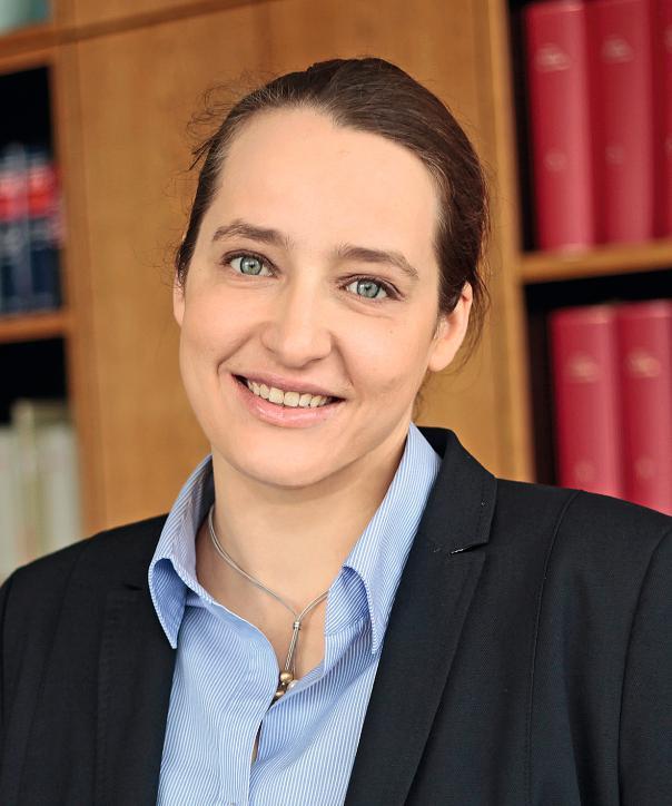 Rechtsanwältin<br/> Katharina Frye in Anstellung