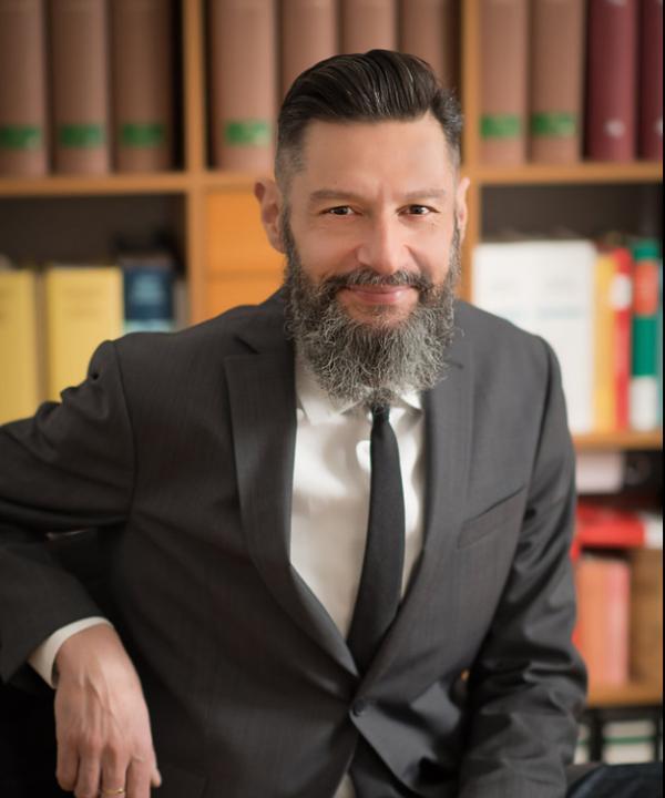 Rechtsanwalt<br/> Theodor Eliades in freier Mitarbeit
