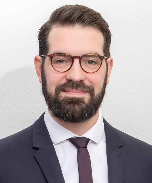 Rechtsanwalt<br/> Daniel Mennong in Anstellung