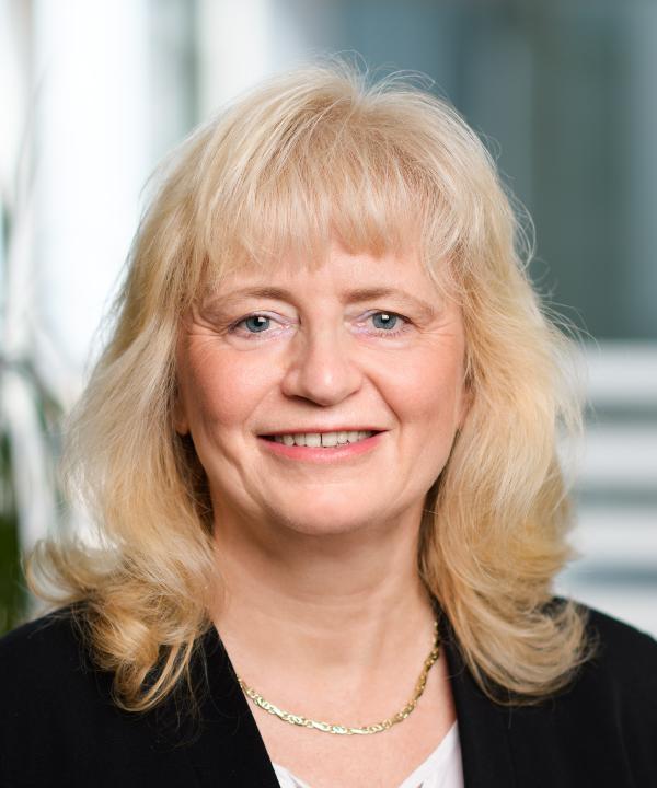 Rechtsanwältin<br/> Lucia-Maria Herrmann in Anstellung